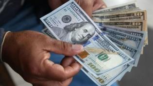 Preço do dólar e do euro nas ruas Luanda em queda