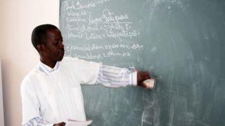 """'Professores' que não sabem escrever entre 20.000 funcionários públicos angolanos """"fantasma"""""""
