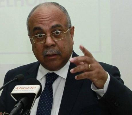 """Ministro fala de """"negociatas"""" em privatizações no governo de Eduardo dos Santos"""