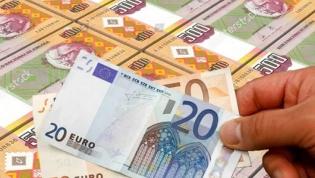 Kwanza angolano sofre nova desvalorização em abril e já perdeu quase 32% face ao euro