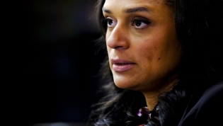 Empresa associada a Isabel dos Santos,que ficou sem concessão de novo porto de Luanda admite seguir para os tribunais
